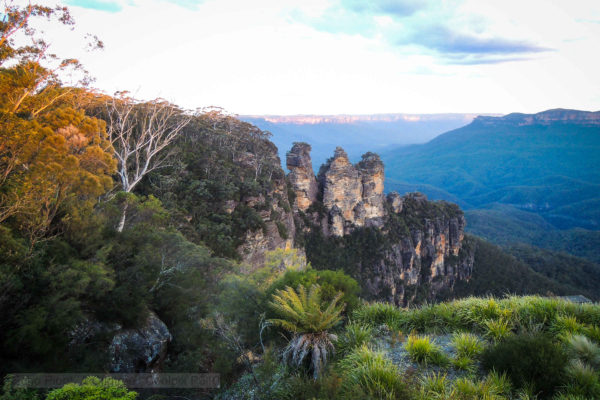 A view ofthe three sisters from Echo Point
